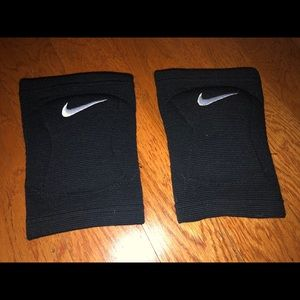 Girls volleyball knee pads. Size small
